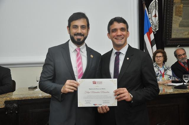 Presidente Felipe Mussalém recebe diploma entregue pelo dirigente da OAB/MA, Thiago Diaz